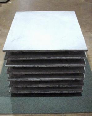Macht und Schimmel<br /> Jahr: 2005<br /> Material: 7 Platten belgischer Granit<br /> Größe: 60 x 70 x 80 cm