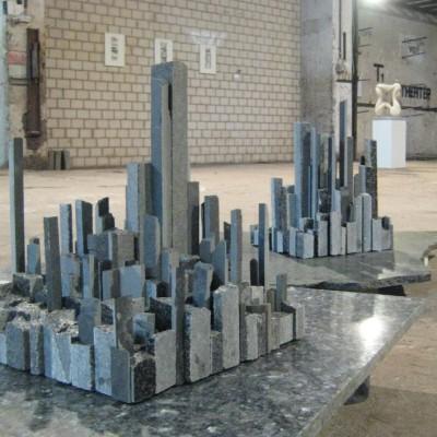 Ansichten<br /> Jahr: 2013<br /> Material: Granit<br /> Größe: 40 x 30 x 40 cm