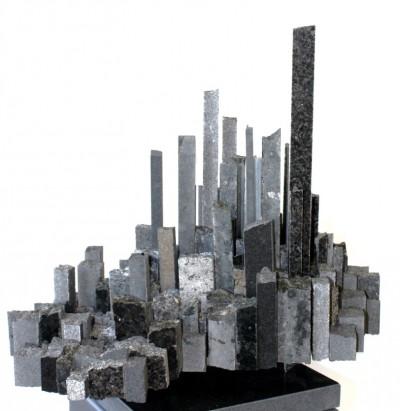 Wolkenstadt<br /> 2015<br /> Granit<br /> Höhe: 38 cm