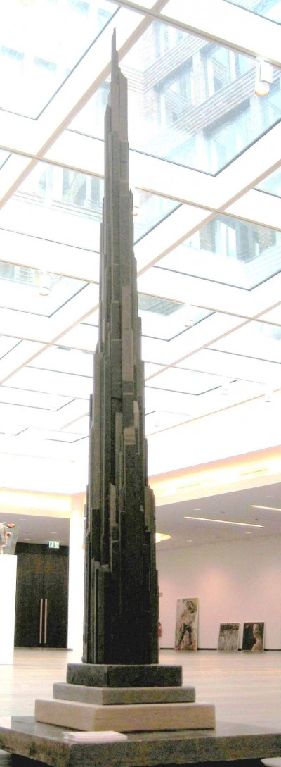 Turm<br /> 2014<br /> Schiefer<br /> Höhe: 180 cm